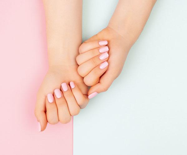 Nagelverstärkung erhält die Länge des natürlichen Nagels und schützt ihn auch bei starker Beanspruchung.