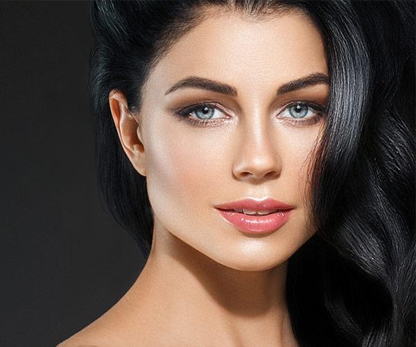 Klassische Methode, einzigartiges Ergebnis: Bei Henna Brows werden die natürlichen Augenbrauen typengerecht modelliert und gestylt.